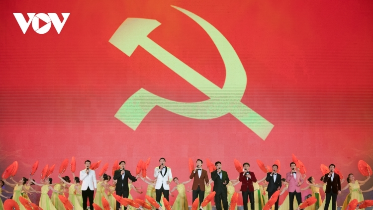 Special art programme marks National Party Congress success