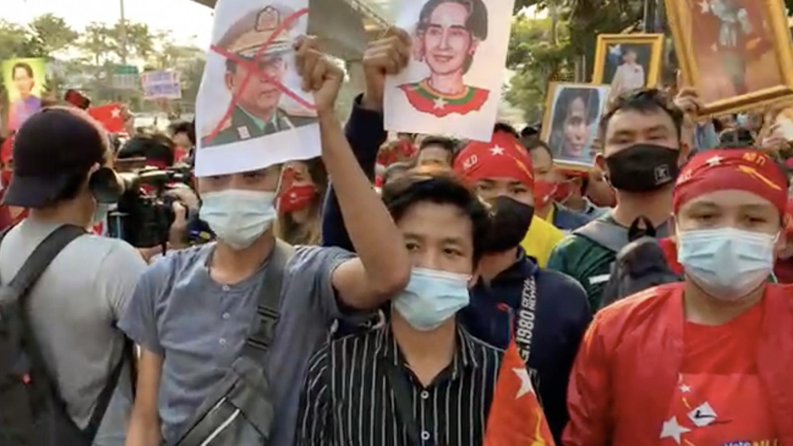 Biểu tình lớn ủng hộ Cố vấn nhà nước Myanmar San Suu Kyi tại Bangkok (Thái Lan)