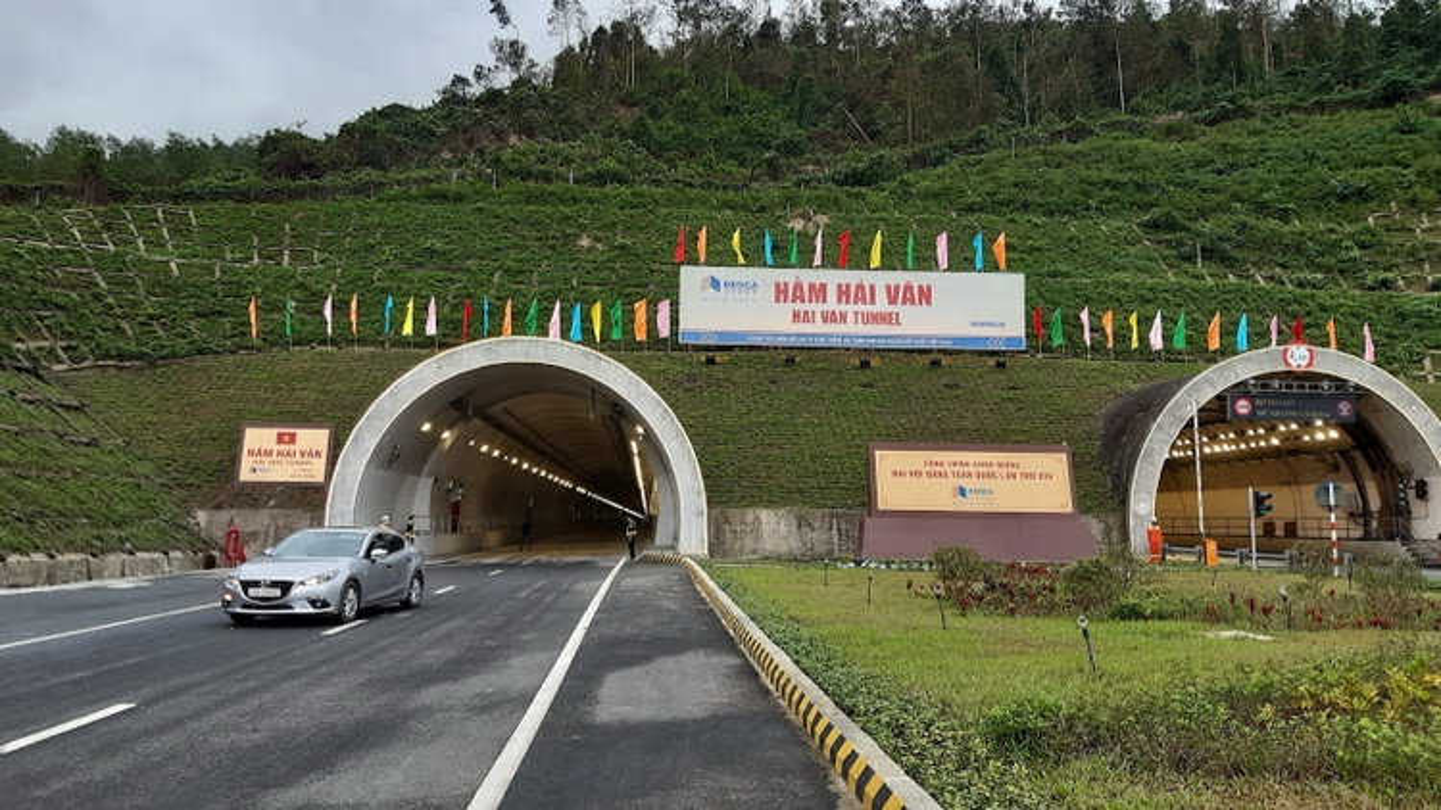 Mở cửa hầm đường bộ Hải Vân 2 phục vụ lưu thông dịp Tết