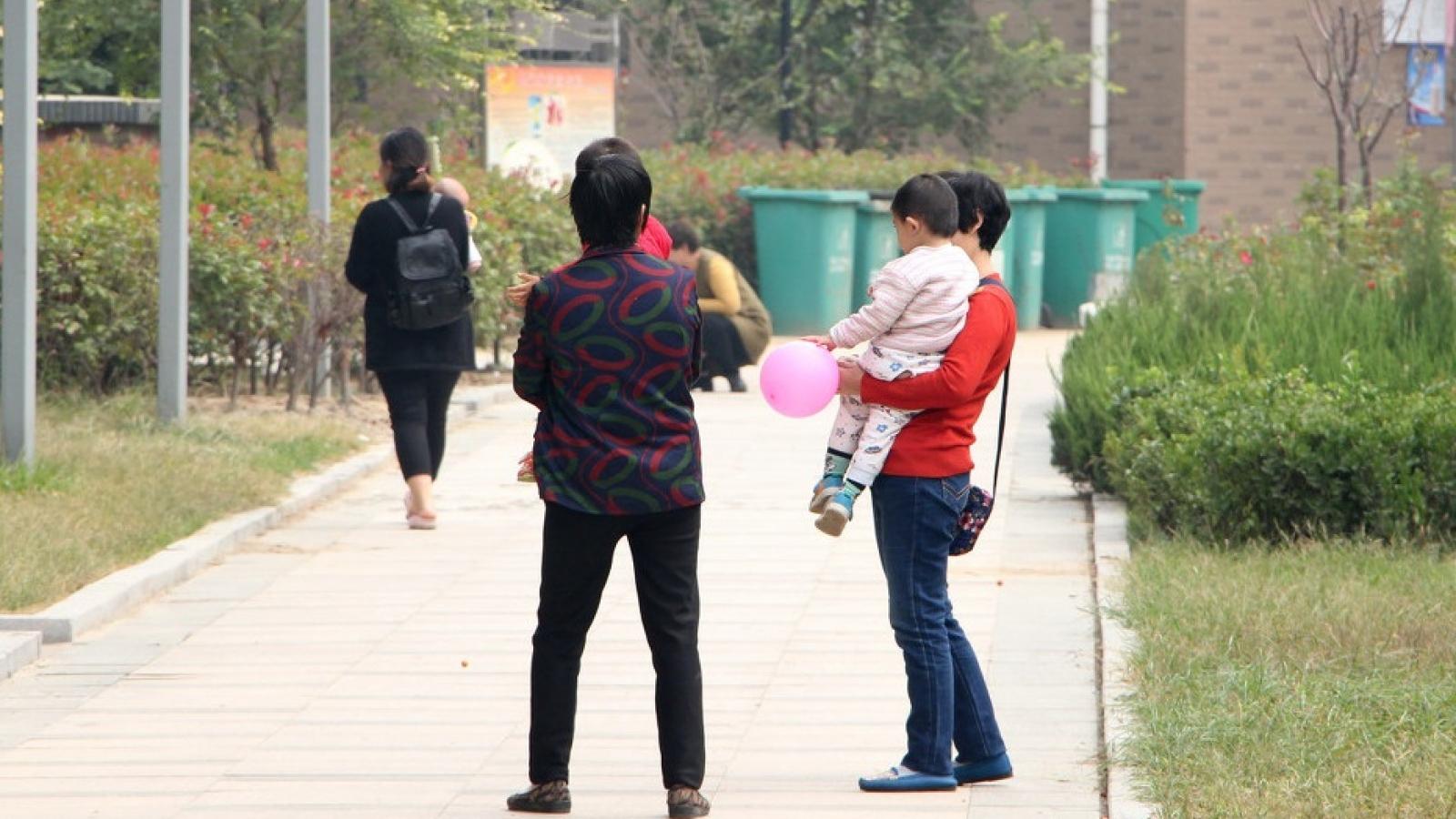 Trung Quốc xem xét thí điểm dỡ bỏ giới hạn sinh con