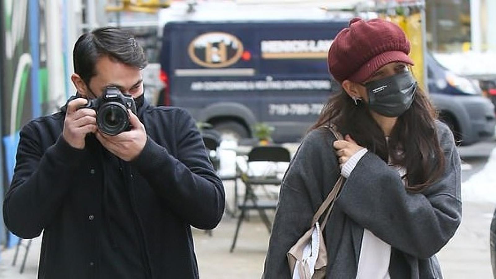 Katie Holmes vui vẻ đi dạo phố cùng bạn trai