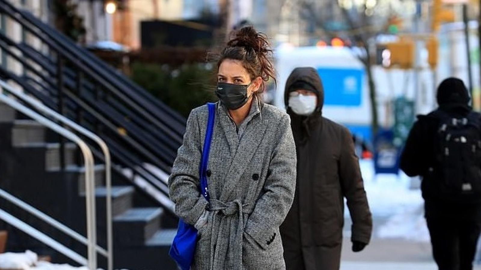 Katie Holmes luộm thuộm ra phố trong tiết trời giá lạnh