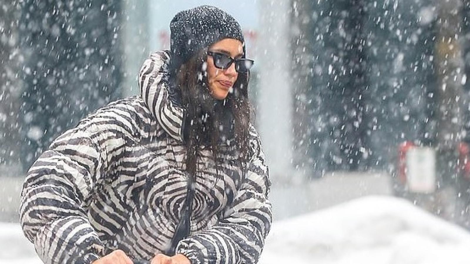"""Irina Shayk gặp khó khăn khi đưa con gái ra phố trong """"cơn bão"""" tuyết"""