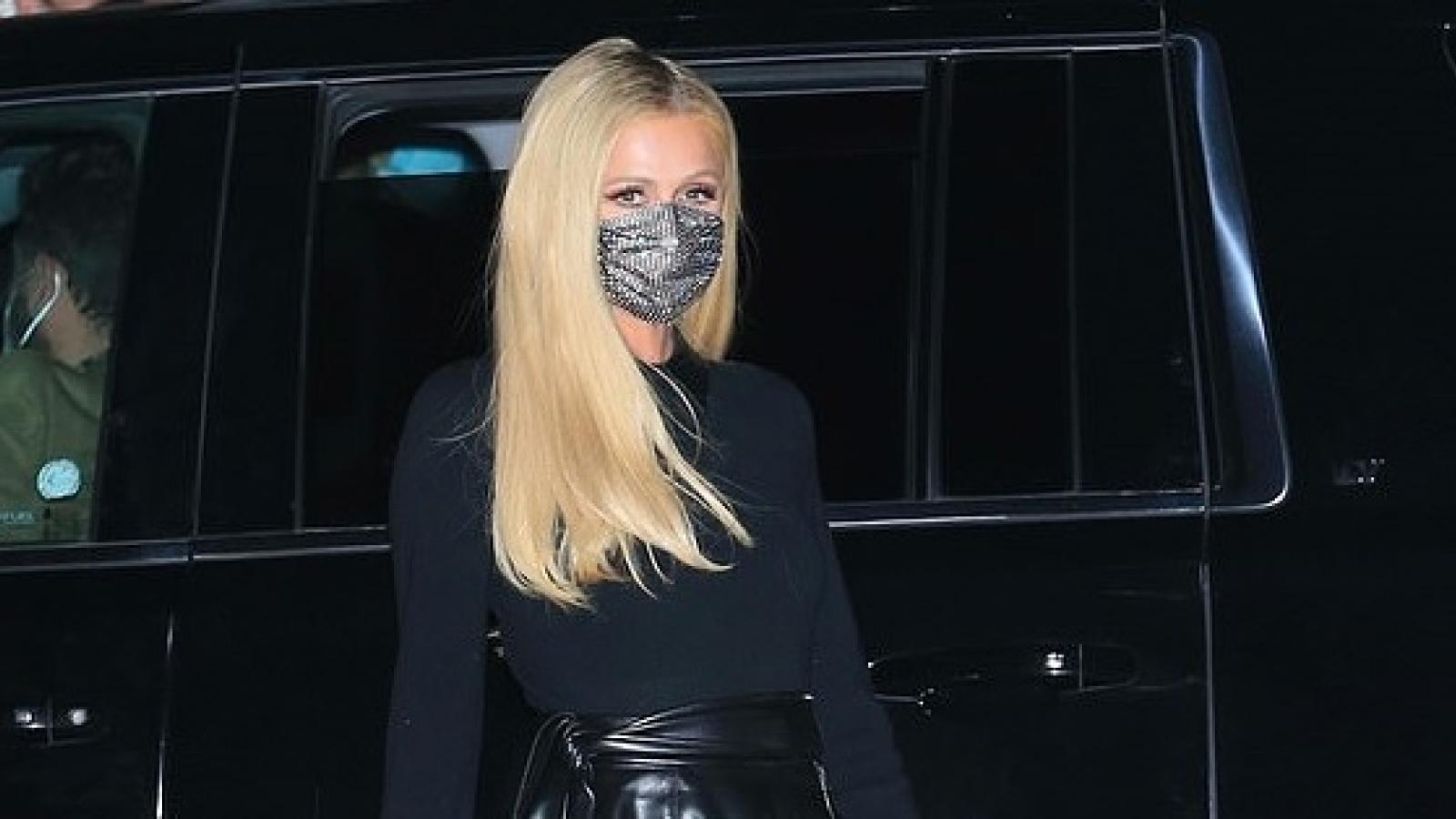 Paris Hilton xinh đẹp đi ăn tối cùng hôn phu sau màn cầu hôn lãng mạn