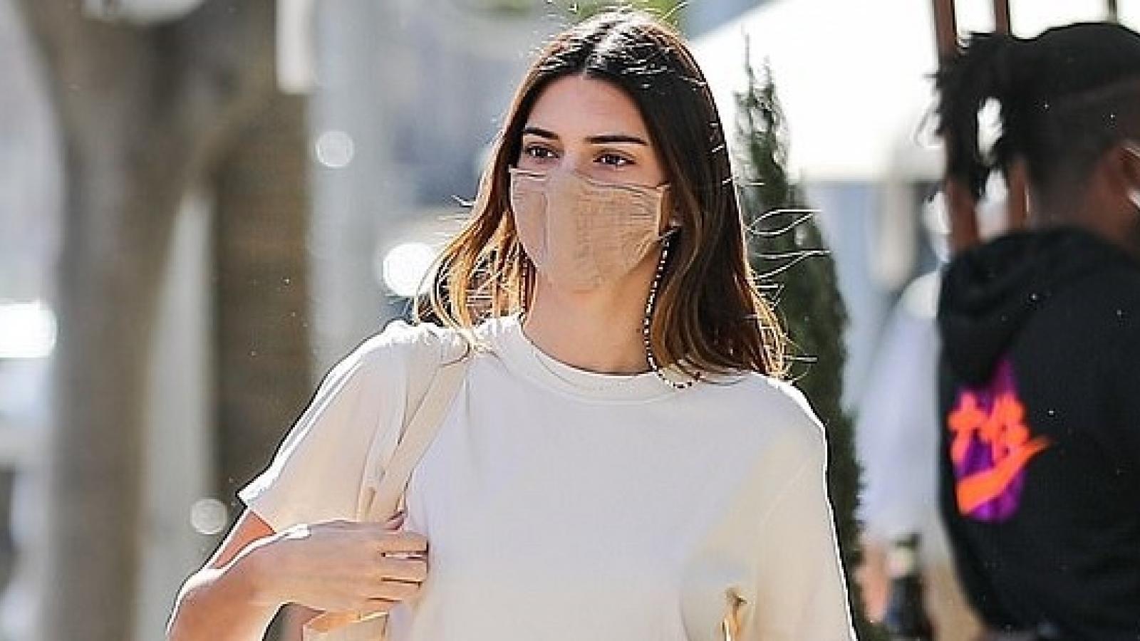 Kendall Jenner xinh đẹp đi chơi cùng bạn bè sau tin đồn chia tay