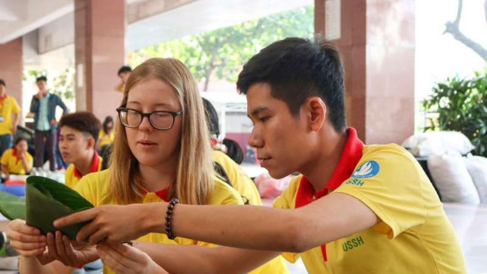 Hỗ trợ sinh viên nước ngoài ở lại Việt Nam dịp Tết