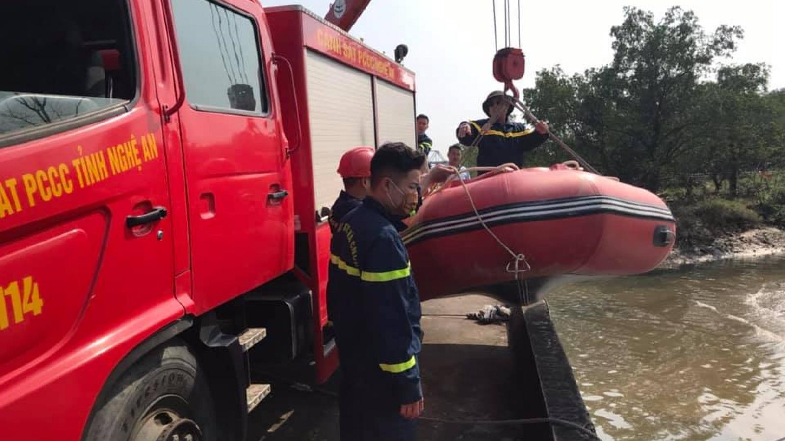 Nam thanh niên để lại xe máy trên cầu, gieo mình xuống sông Lam nghi tự vẫn