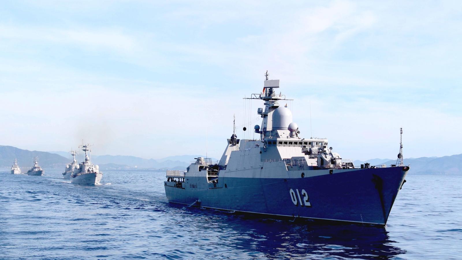 Thiêng liêng 3 hồi còi chào đón năm mới của người lính biển