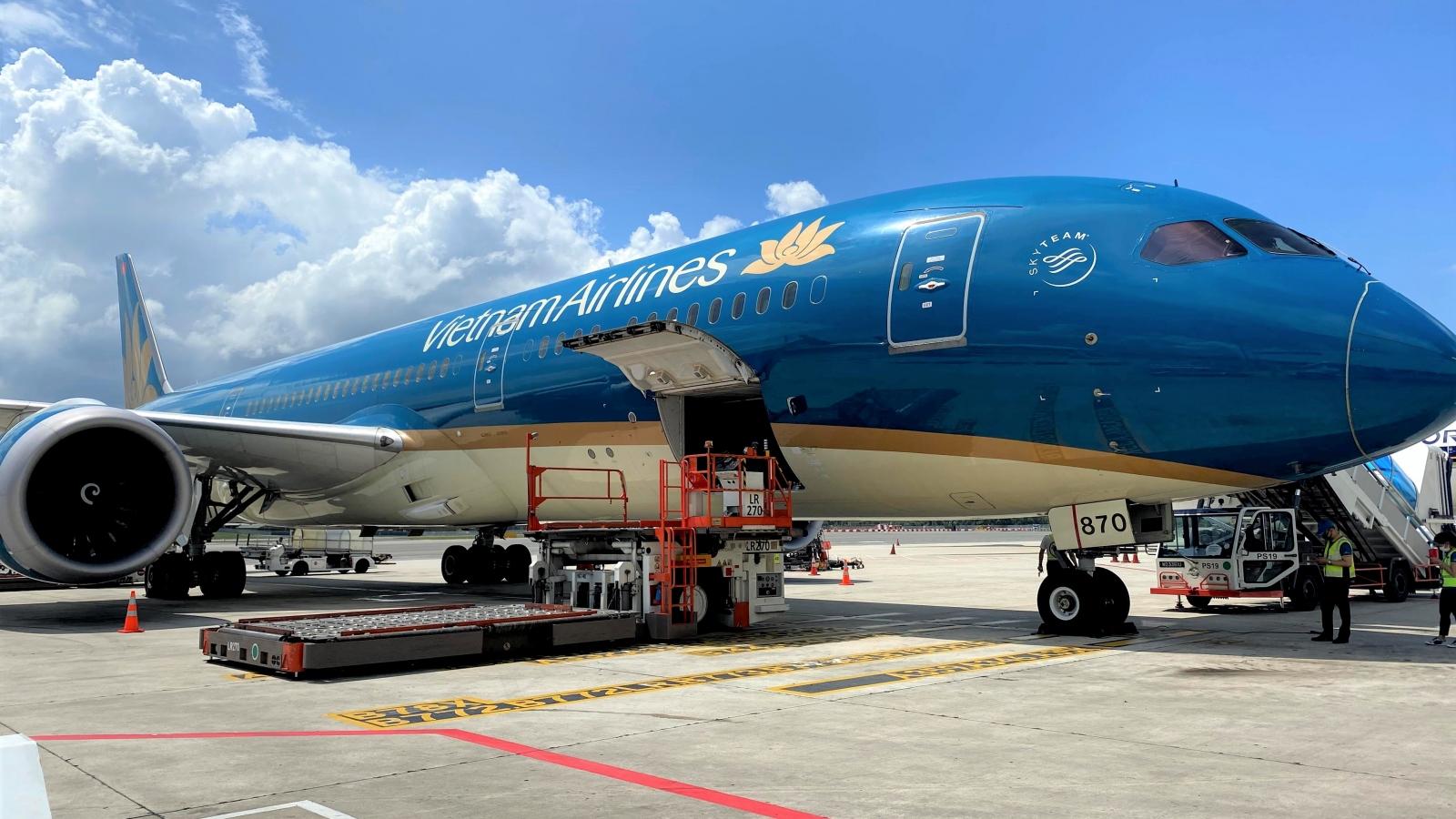 Vietnam Airlines nhận vận chuyển vaccine COVID-19 về nước