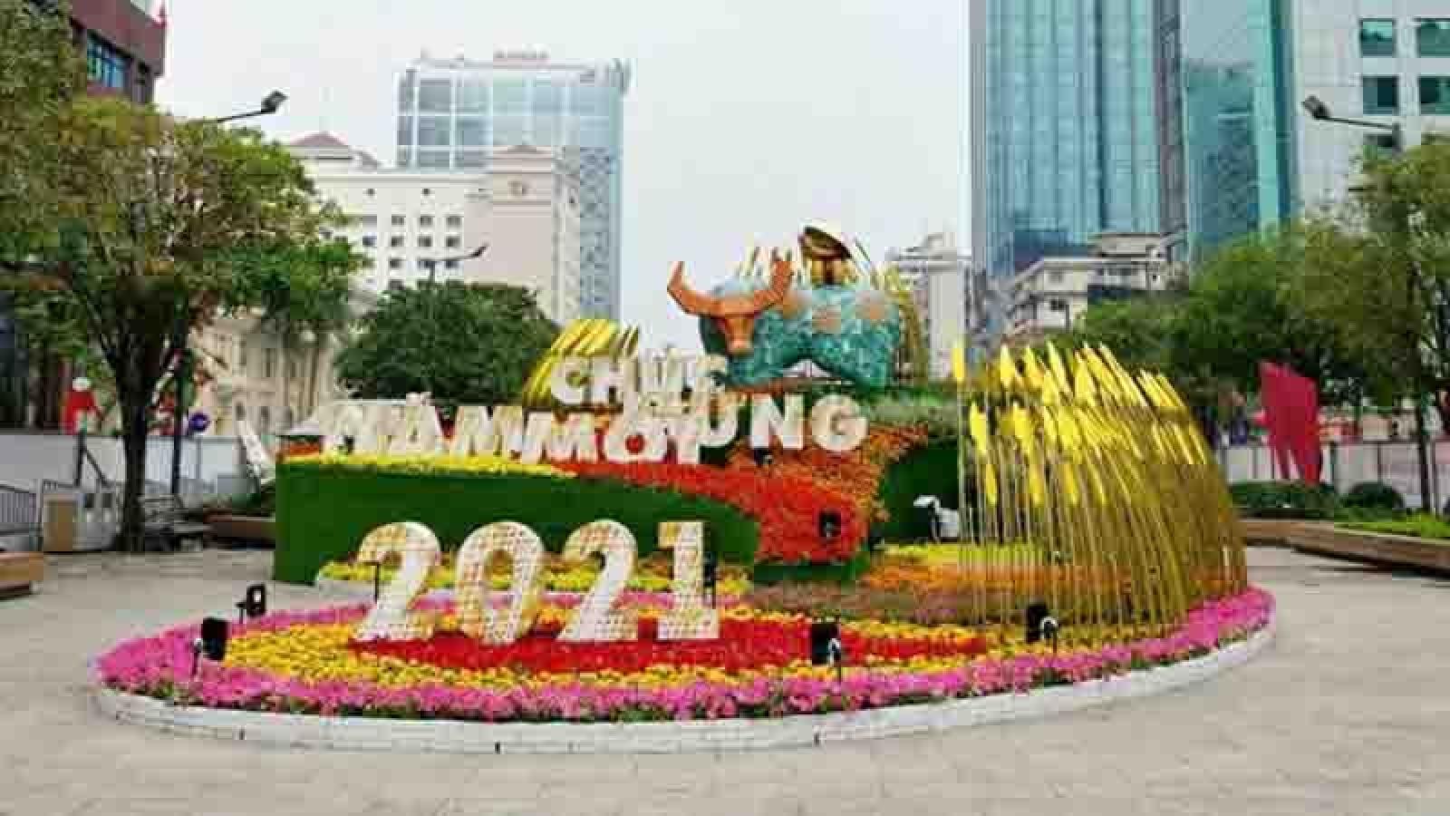 Nguyen Hue flower street opens amid COVID-19 fears