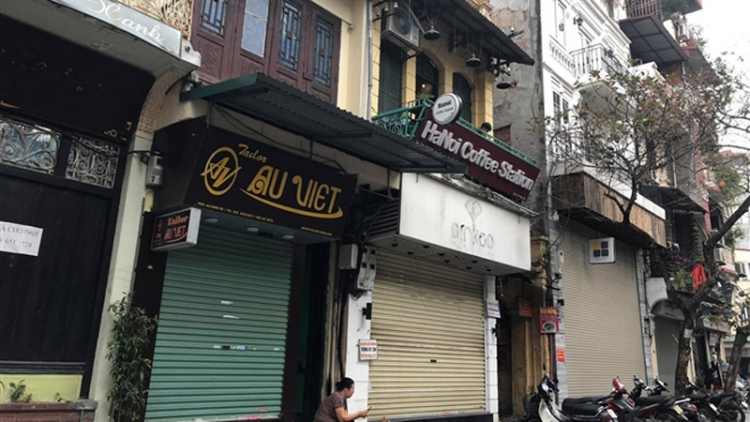 Businesses in Hanoi's Old Quarter close due to COVID-19 fight
