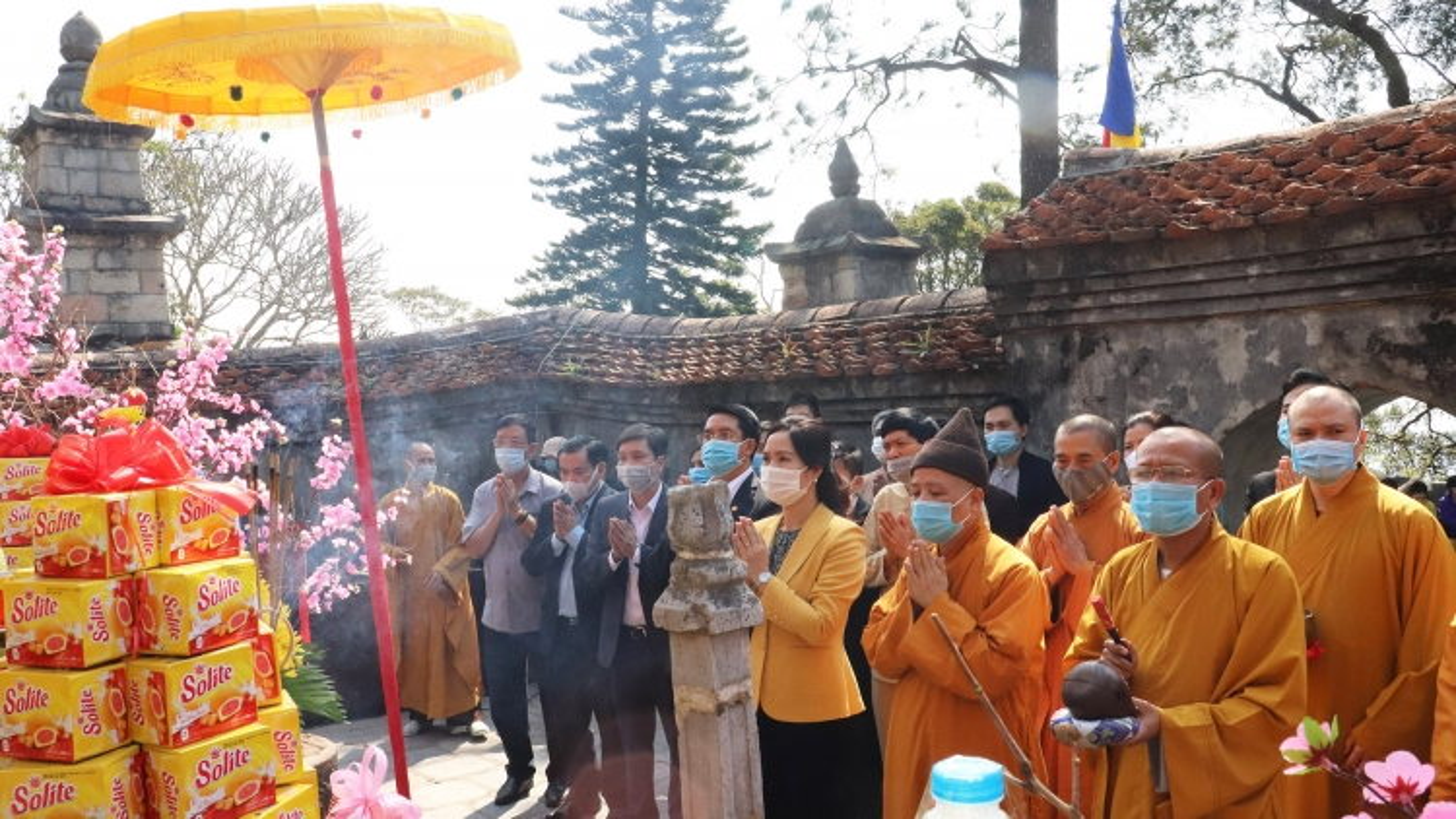 Yen Tu spring festival opens amid tight anti-coronavirus measures