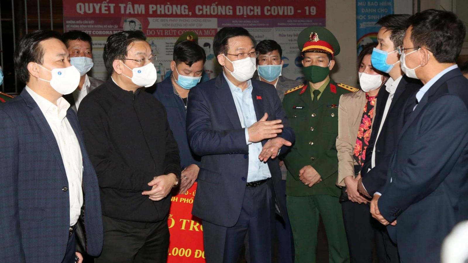 Bí thư Thành ủy Hà Nội kiểm tra đột xuất khu cách ly tại trường Tiểu học Xuân Phương
