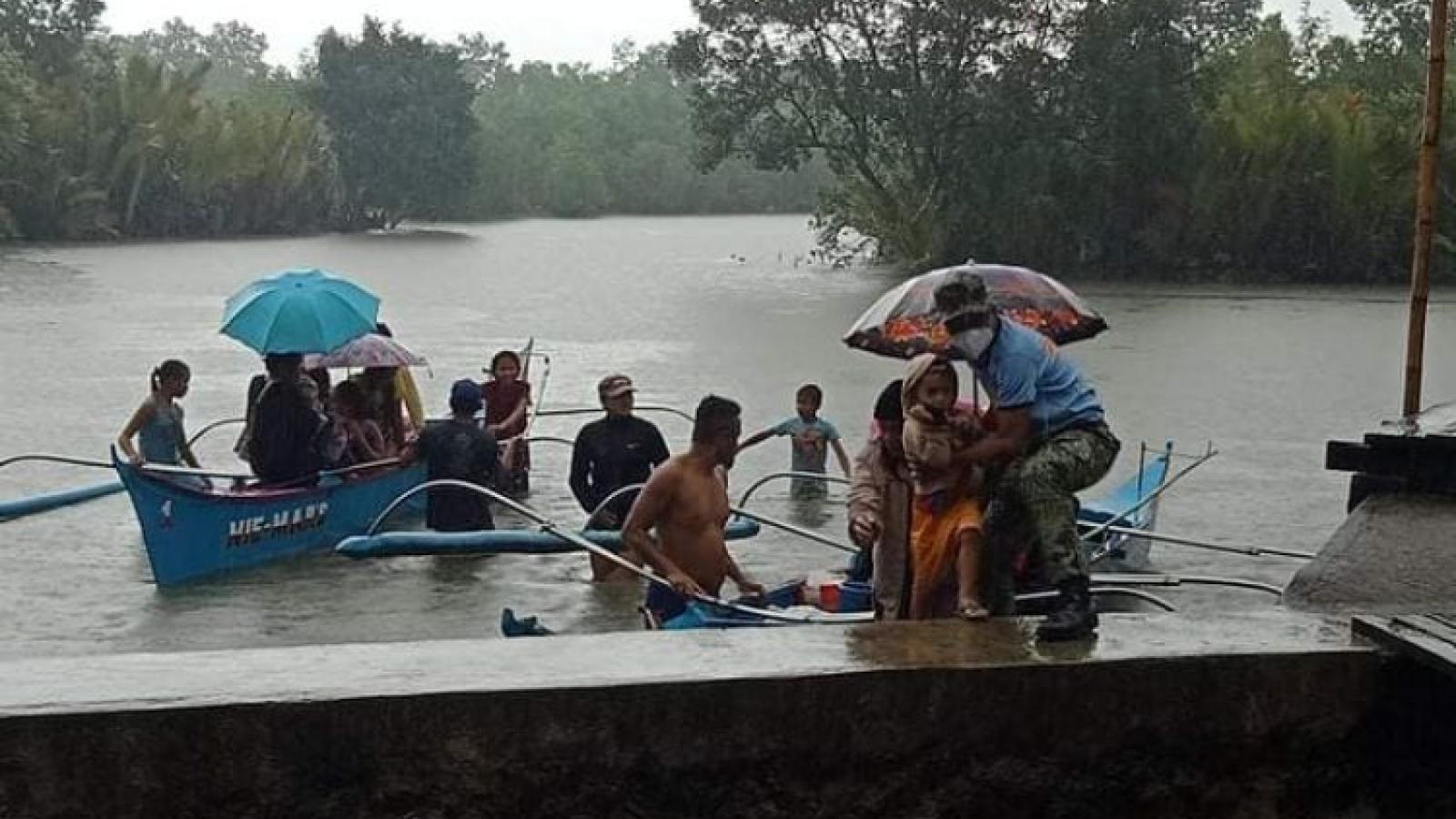 Bão Dujuan suy yếu thành áp thấp nhiệt đới trước khi đổ bộ Philippines