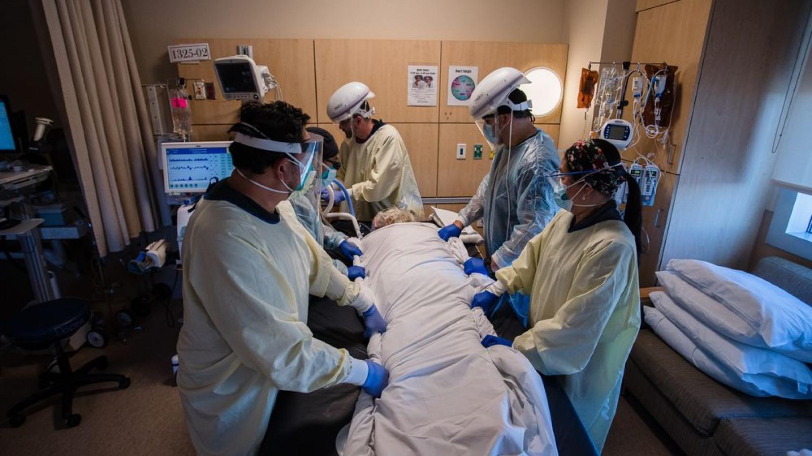 Mỹ phát hiện hơn 900 trường hợp nhiễm biến thể mới của SARS-CoV-2 ở Anh