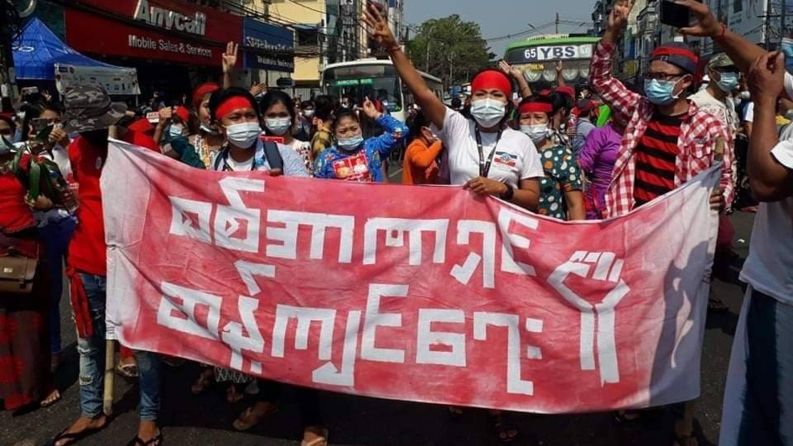 Biểu tình dữ dội phản đối chính quyền quân sự ở thành phố lớn nhất Myanmar