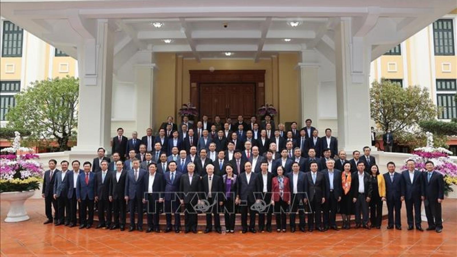 Bộ Chính trị, Ban Bí thư gặp mặt thân mật các Ủy viên Trung ương không tái cử khóa XIII