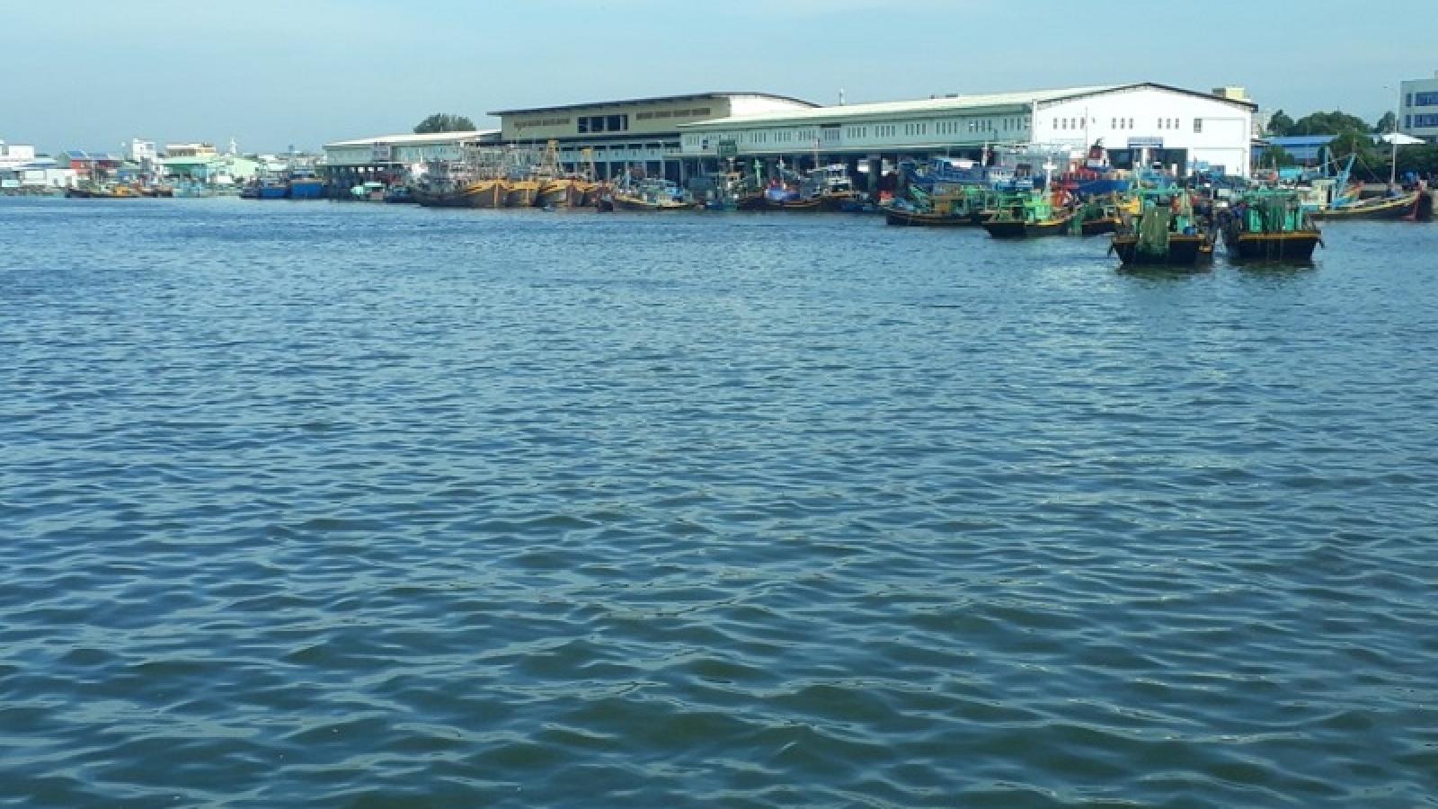 Chưa tìm thấy 2 người mất tích trong vụ chìm tàu ở Bình Thuận