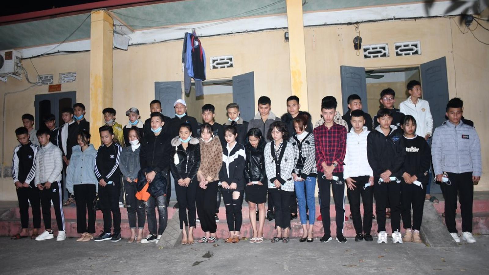 Tạm giữ 34 thanh niên vượt chốt kiểm soát dịch từ Hải Dương vào Hải Phòng