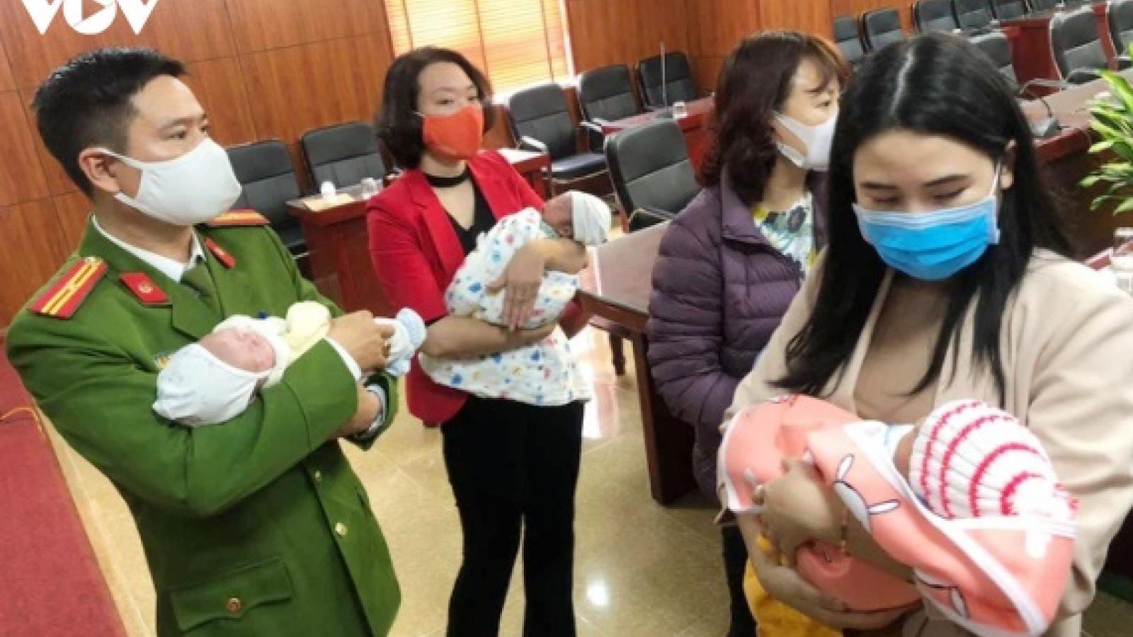 Giải cứu 4 trẻ sơ sinh đang trên đường bị bán sang Trung Quốc