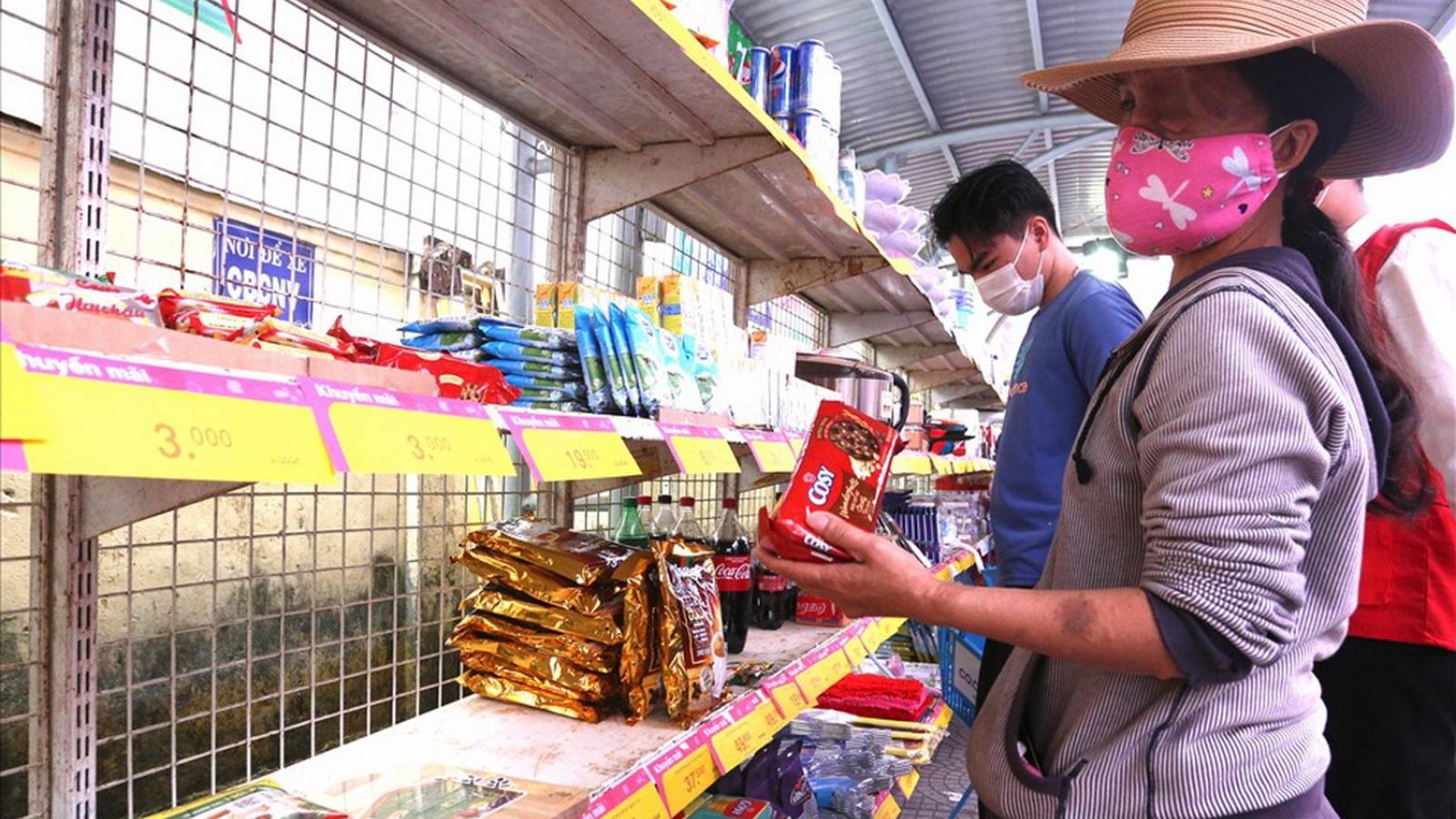 Hội Chữ thập đỏ thành phố Đà Nẵng trao quà Tết tặng hộ nghèo