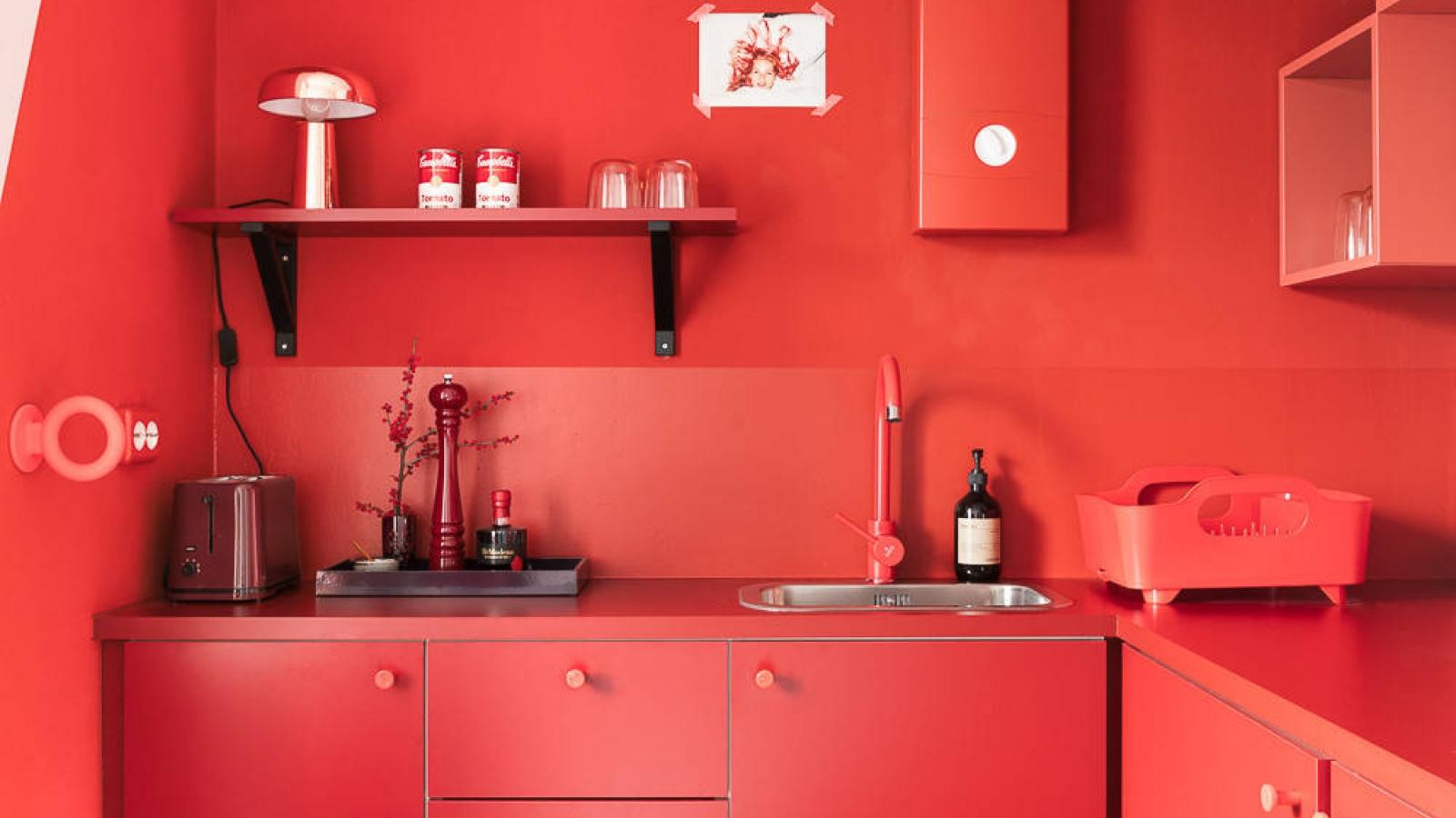 """Tham khảo các thiết kế nhà bếp """"chơi trội"""" với màu """"nóng"""""""
