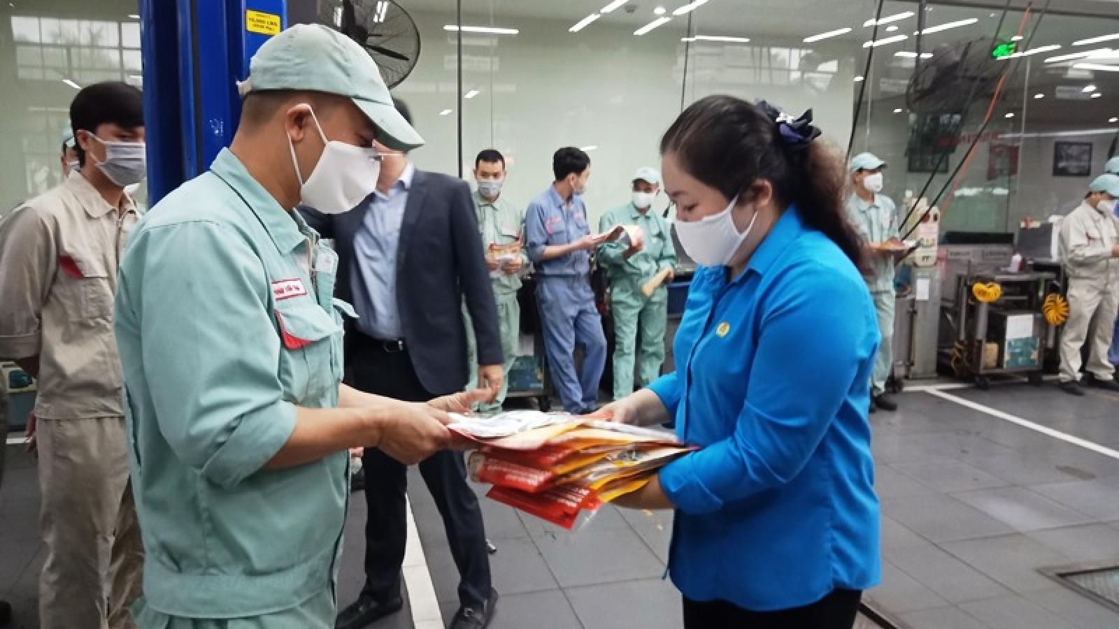 Hà Nội đề nghị chuyển hỗ trợ vé xe cho công nhân về quê ăn Tết sang hỗ trợ tiền mặt