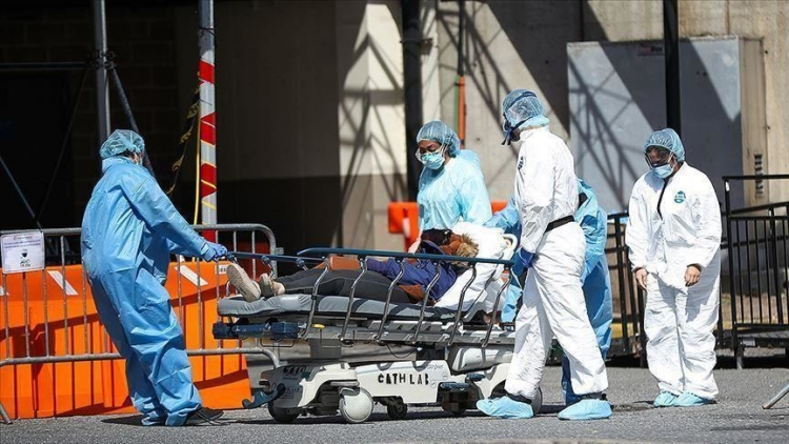 Chuyên gia Fauci: SARS-CoV-2 sẽ không thể đột biến nếu không nhân lên