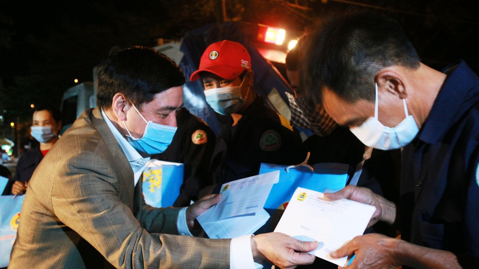 Lãnhđạo tỉnhĐắk Lắk thăm, tặng quà cho công nhân lao động trong đêm cận Tết