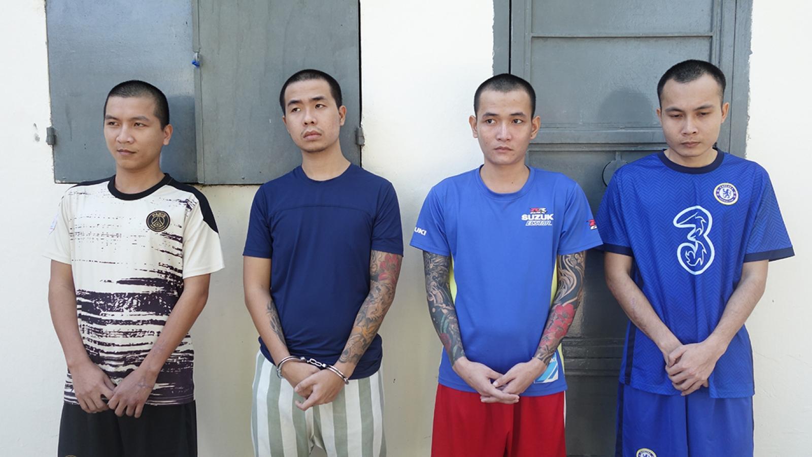 Khởi tố, bắt tạm giam 16 đối tượngliên quan đến vụ chém người trên xe 16 chỗ