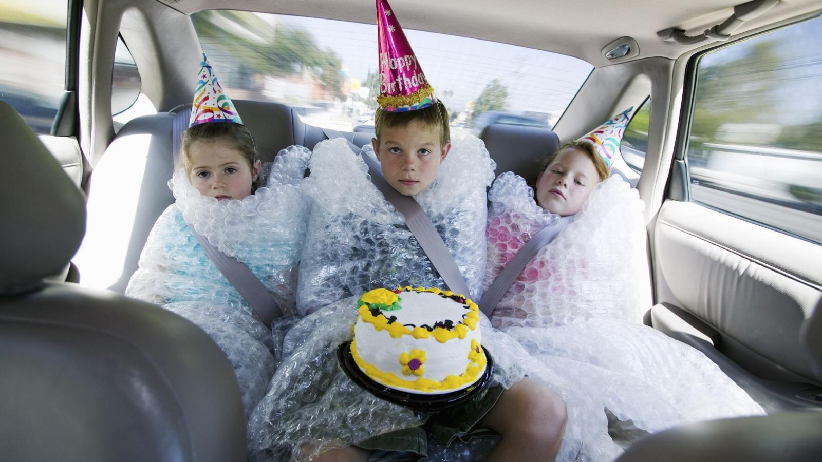 9 dấu hiệu nhận biết khi cha mẹ bảo vệ con quá mức