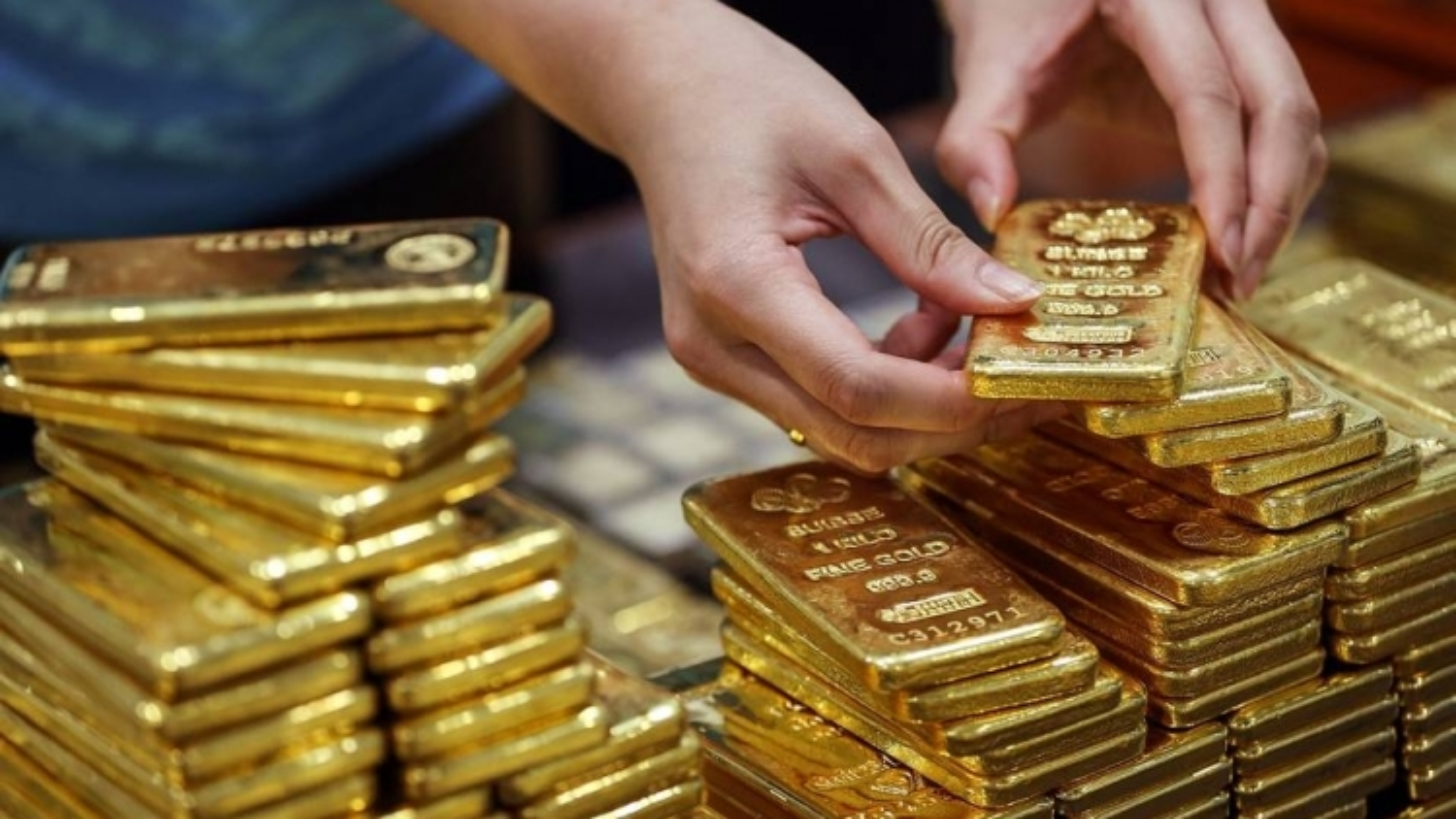 Giá vàng trong nước lao dốc, vàng thế giới nhích nhẹ