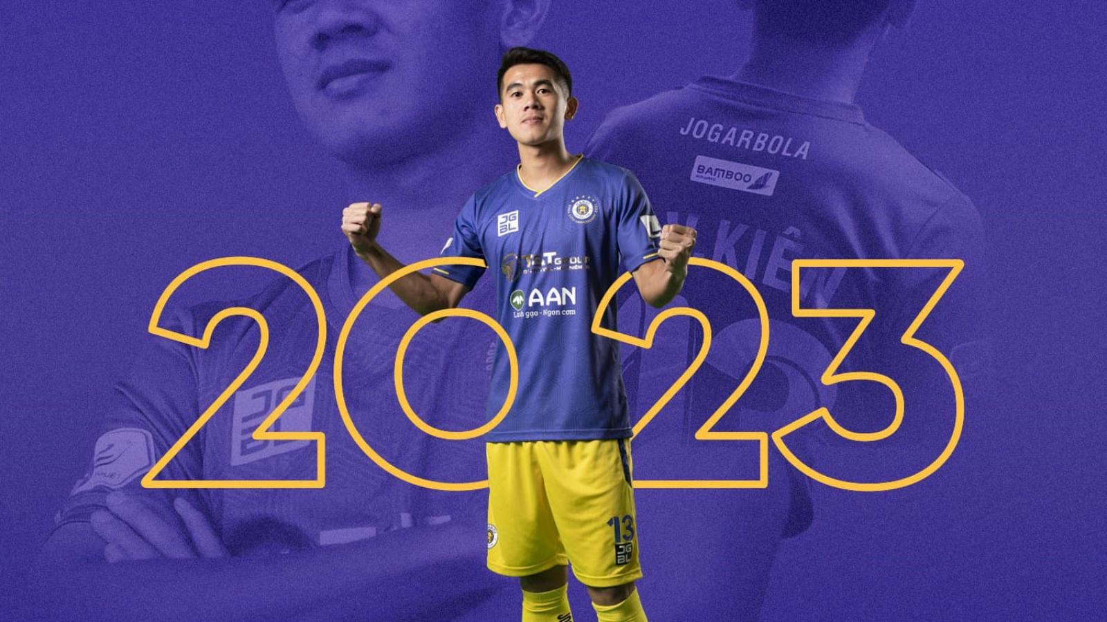 """Hà Nội FC """"trói chân"""" hậu vệ ĐT Việt Nam tới năm 2023"""