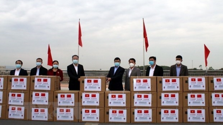 Chinese locality offers medical supplies to Quang Ninh province