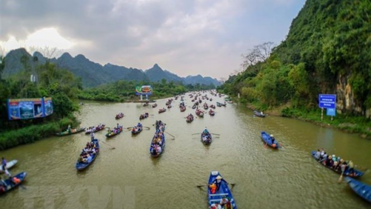 Huong Pagoda Festival suspended to curb spread of COVID-19