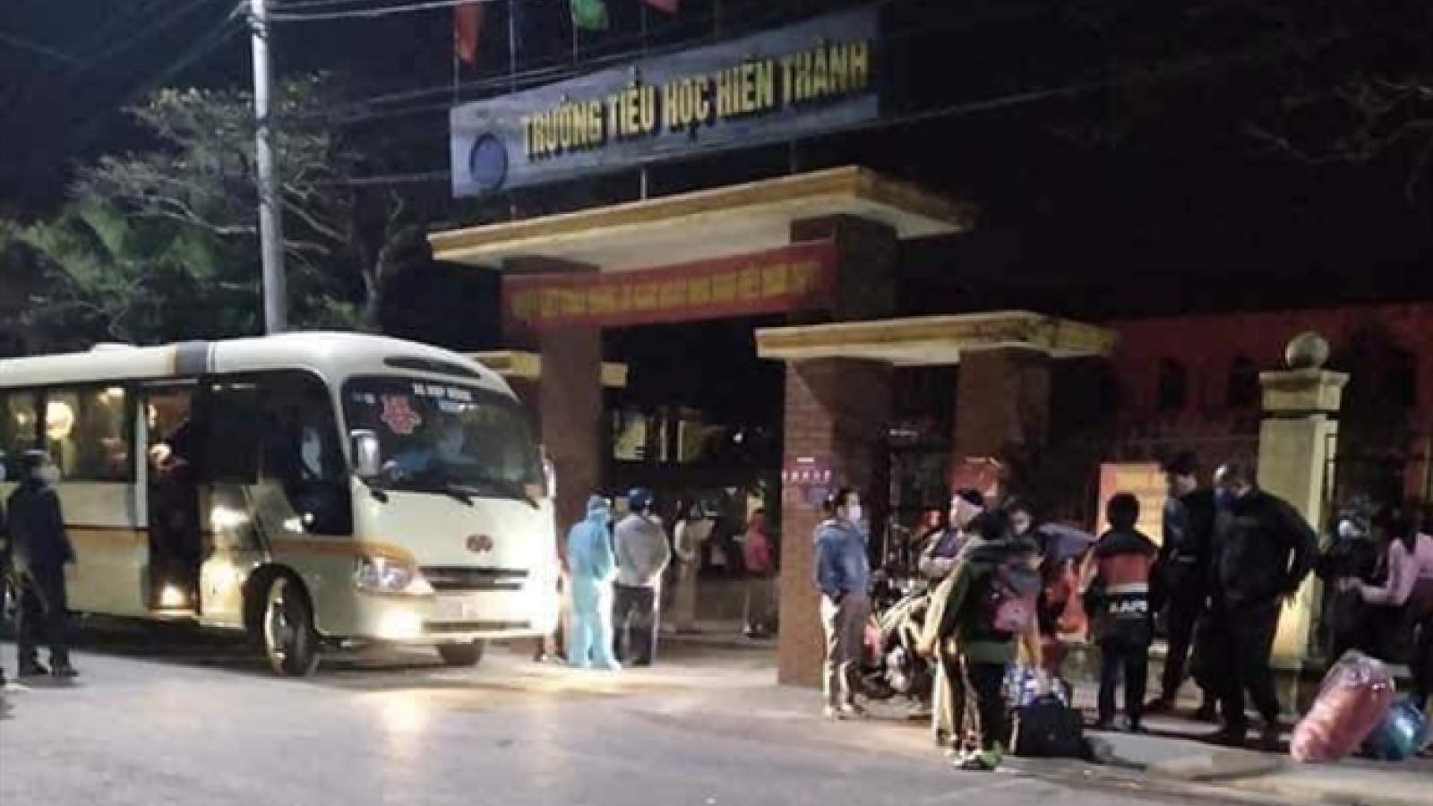Chuyến xe trong đêm đưa 67 trẻ tiểu học ở Hải Dương đi cách ly ngày giáp Tết