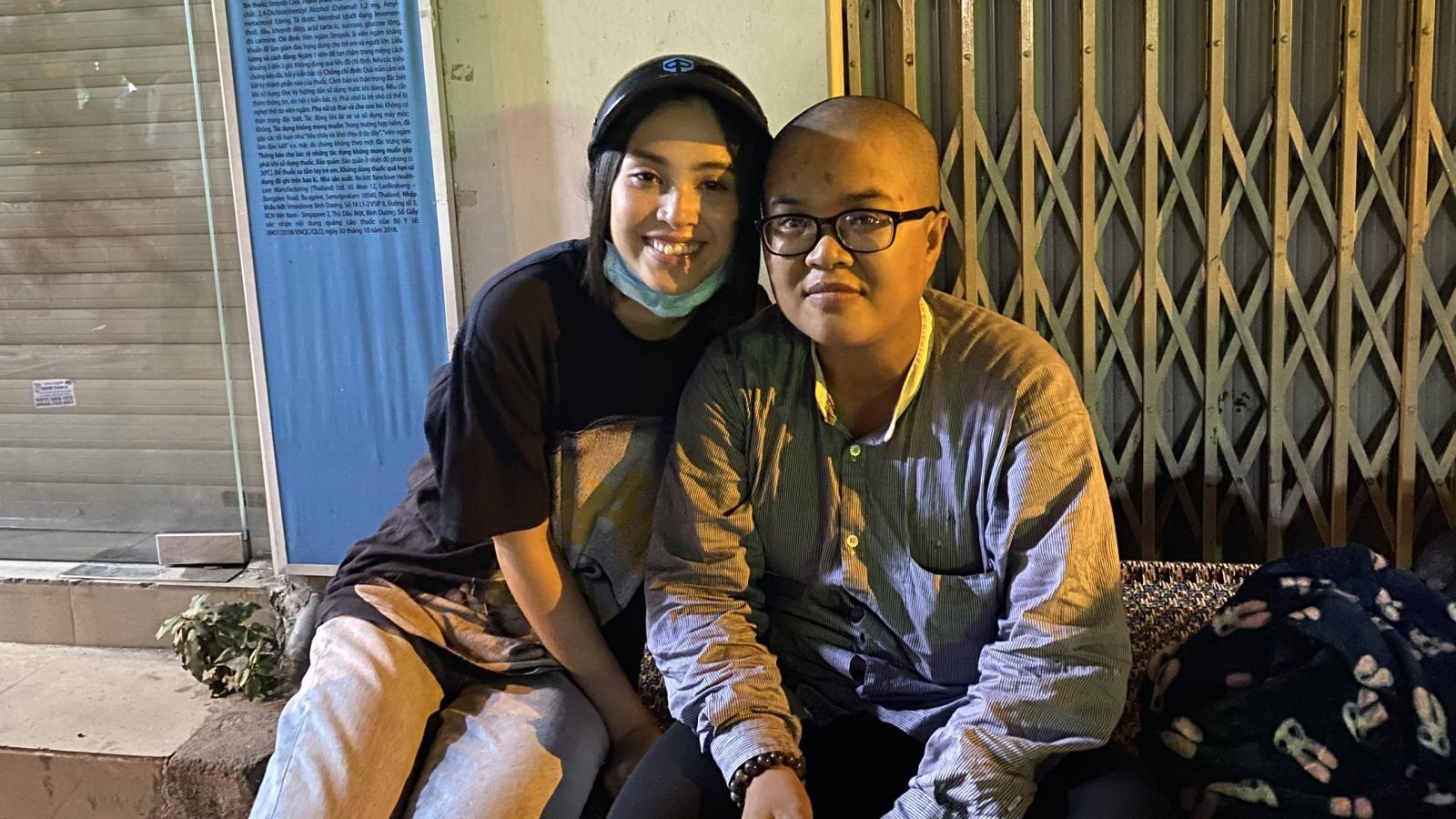 Tiểu Vy, Lương Thùy Linh tặng quà cho người vô gia cư ở TP.HCM