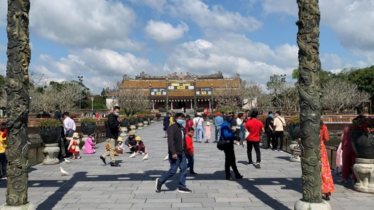 UNESCO-recognised Hue relic site attracts visitors on Lunar New Year's Day