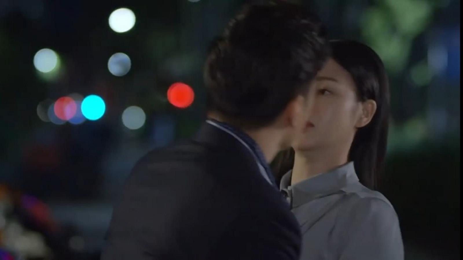 """""""Hướng dương ngược nắng"""" tập 32: Hoàng ngày càng táo bạo, bất ngờ cưỡng hôn Minh"""