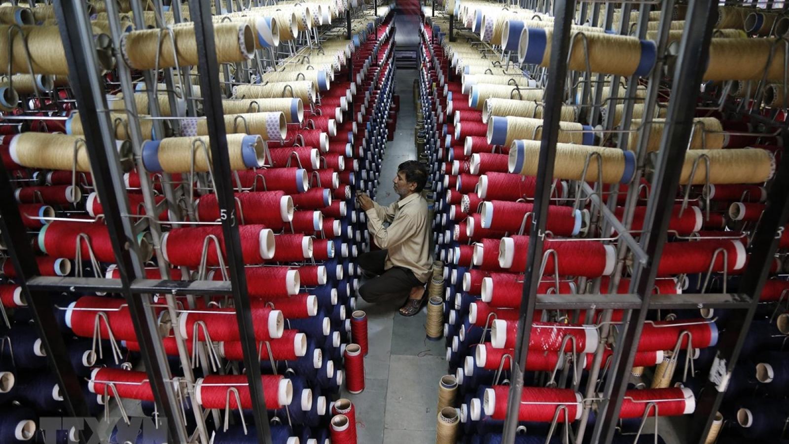 Nền kinh tế Ấn Độ thoát khỏi suy thoái