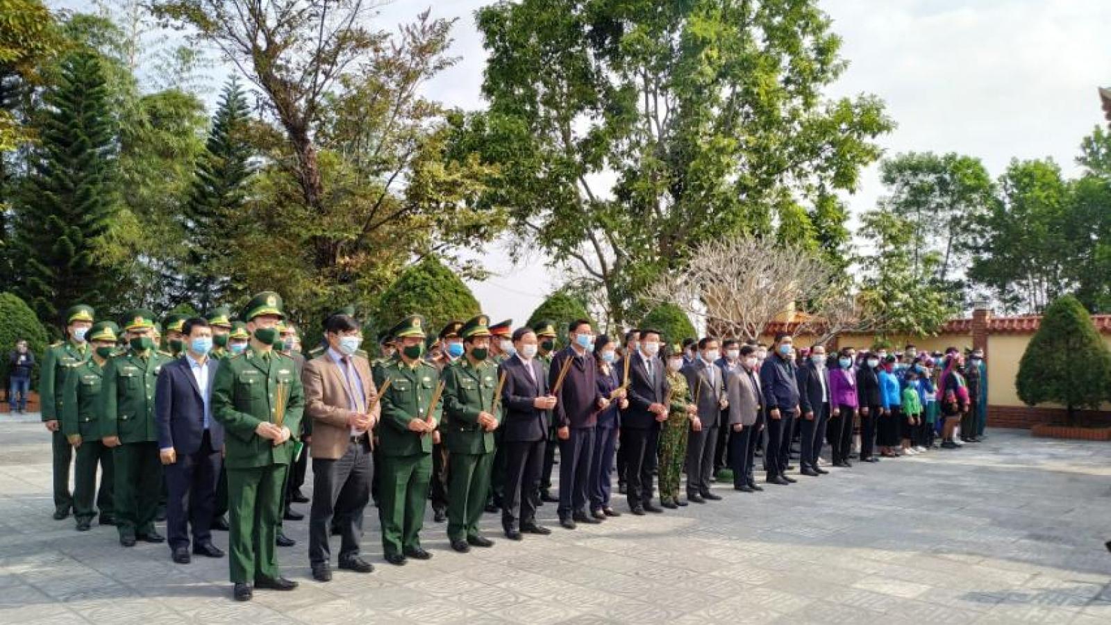 Tư lệnh BĐBP và lãnh đạo tỉnh Quảng Ninh dâng hương tại Đài tưởng niệm Liệt sỹ Pò Hèn
