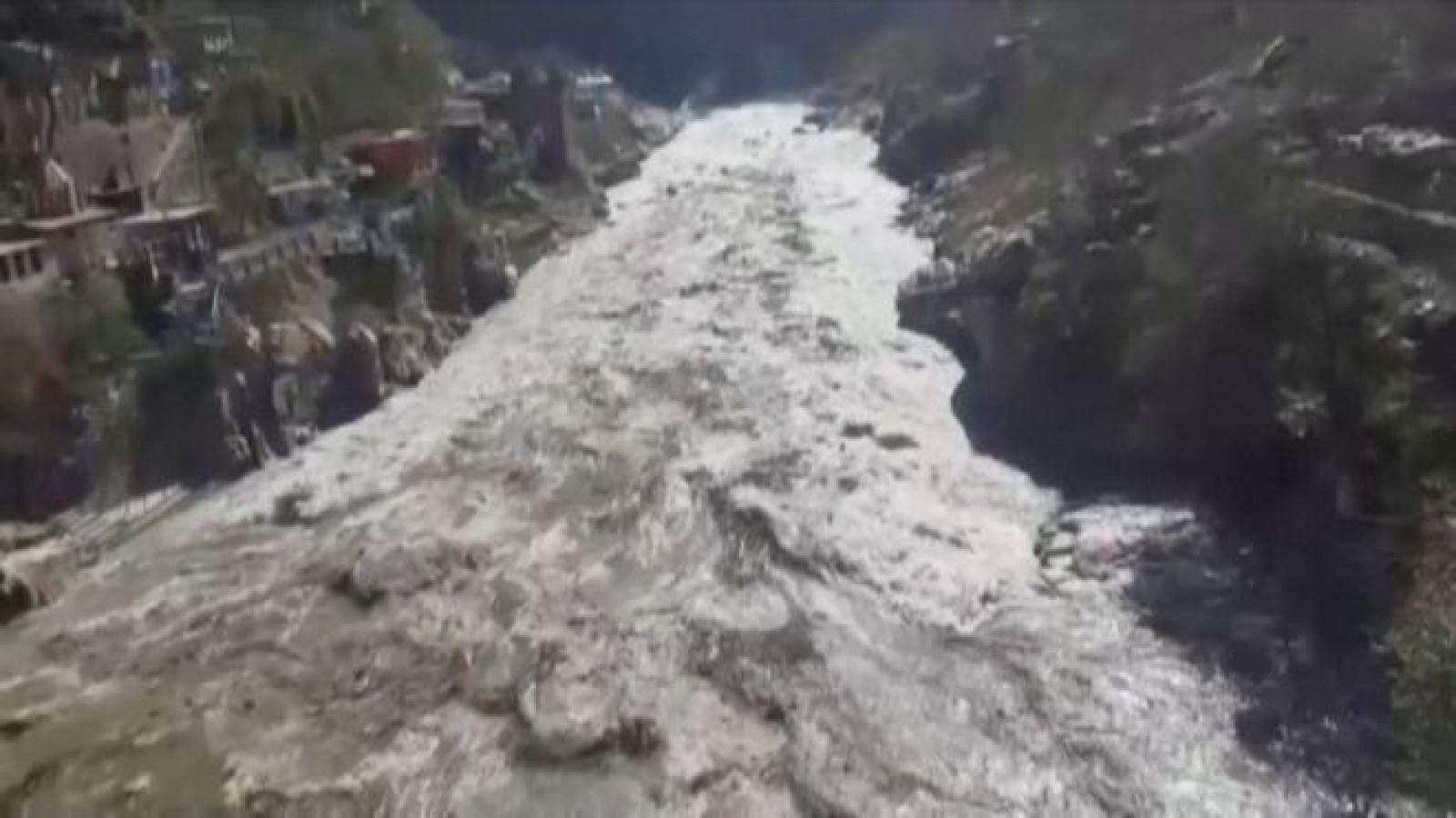 Ấn Độ cứu được 16 người trong thảm họa lũ quét