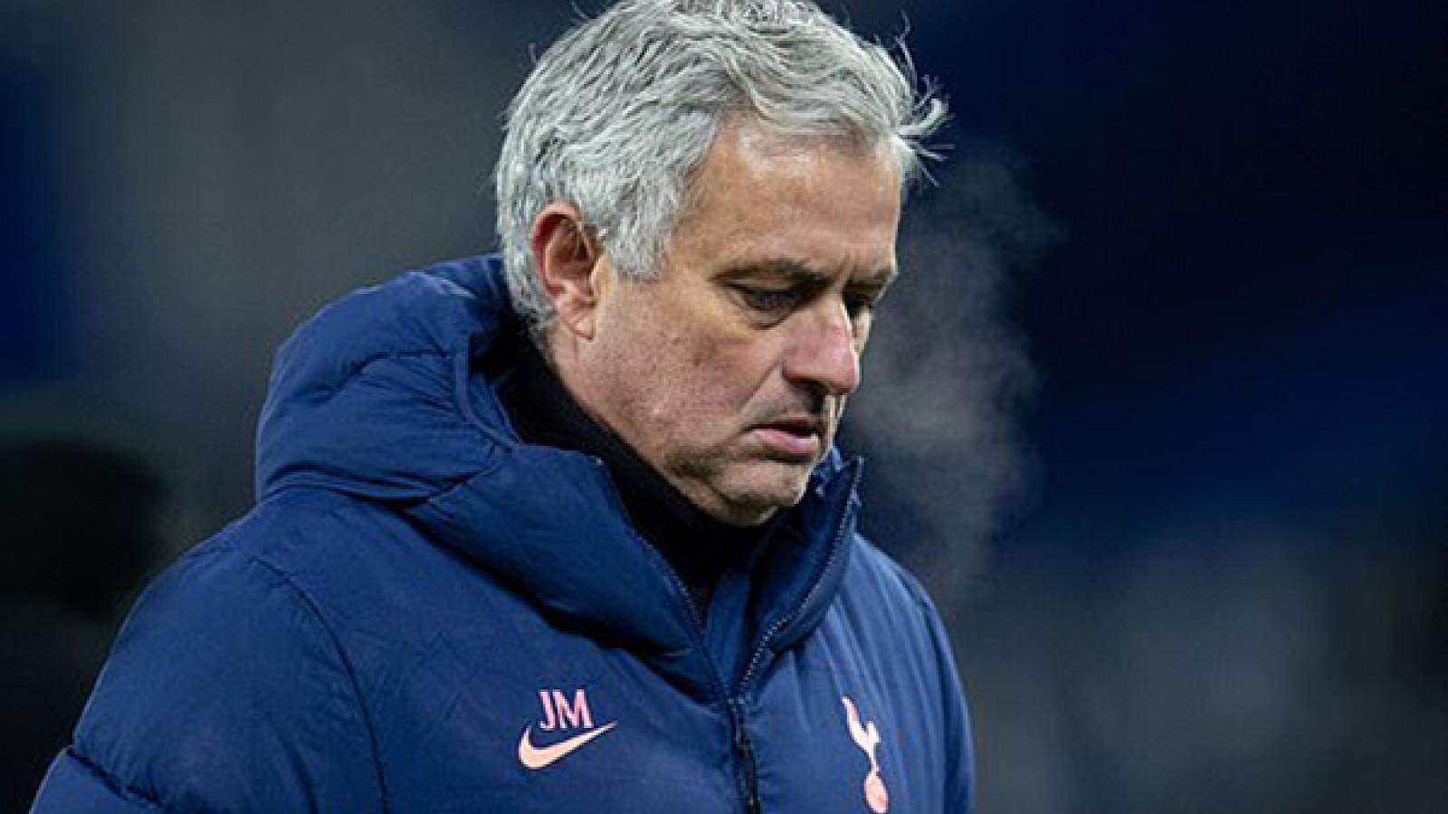 Tottenham rục rịch nhắm người thay thế HLV Mourinho