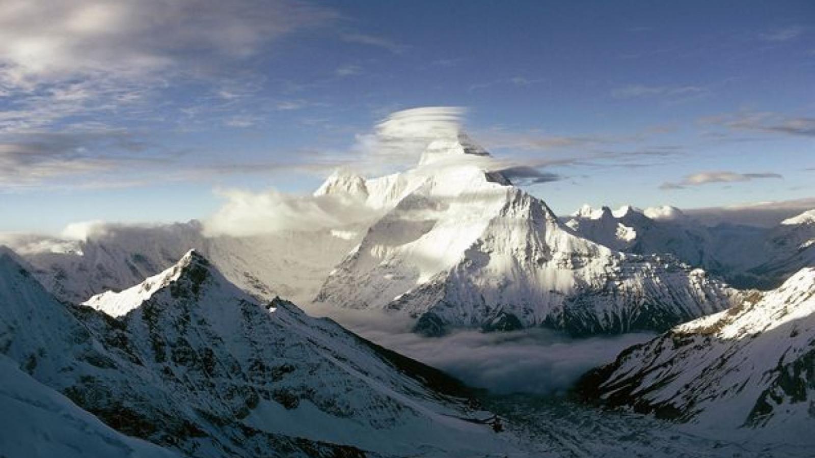 Ấn Độ tìm thấy 10 thi thể đầu tiên trong vụ lở tuyết trên dãy Himalaya