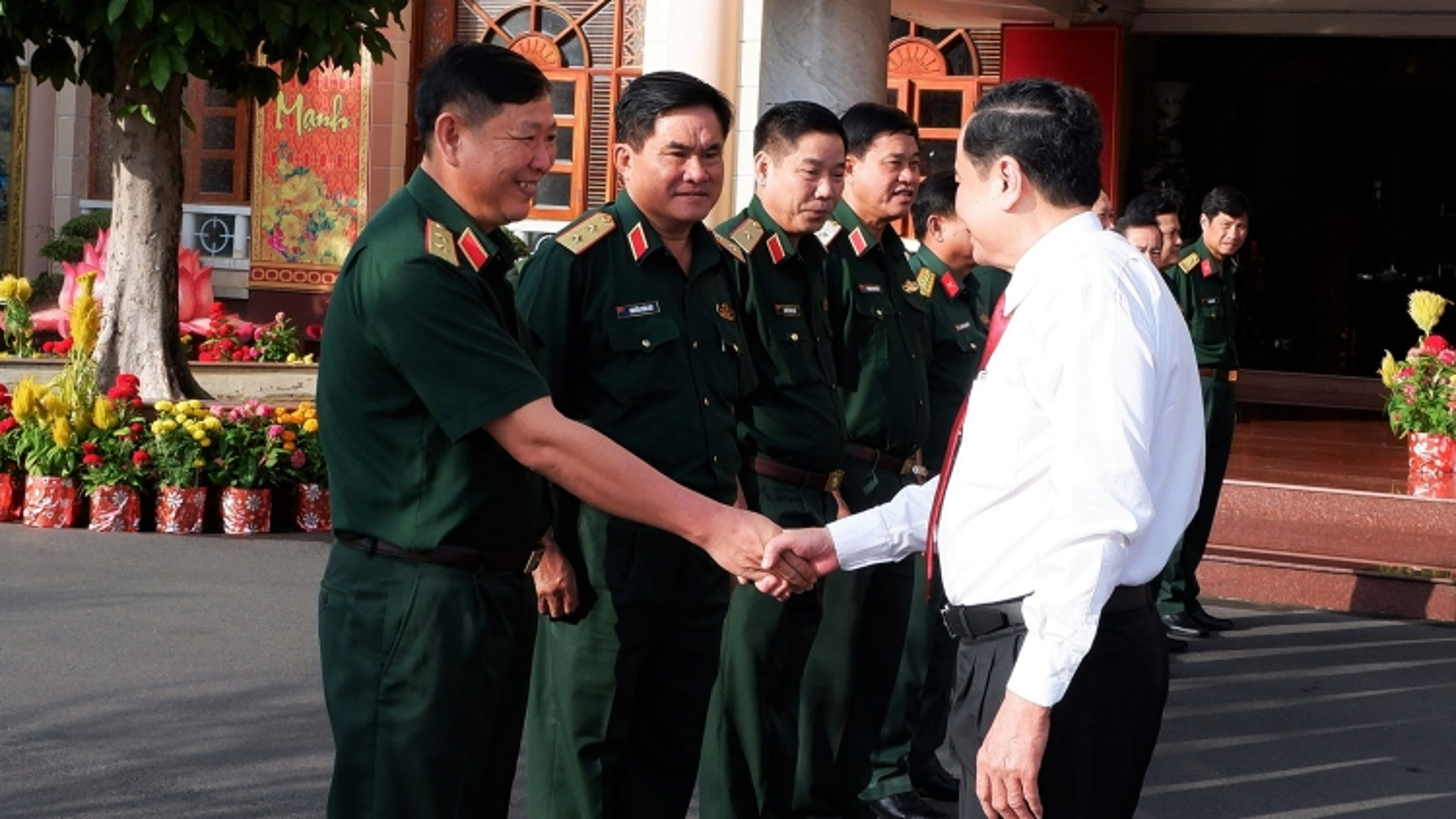 Chủ tịch MTTQ Việt Nam Trần Thanh Mẫn thăm và chúc Tết tại Quân khu 9
