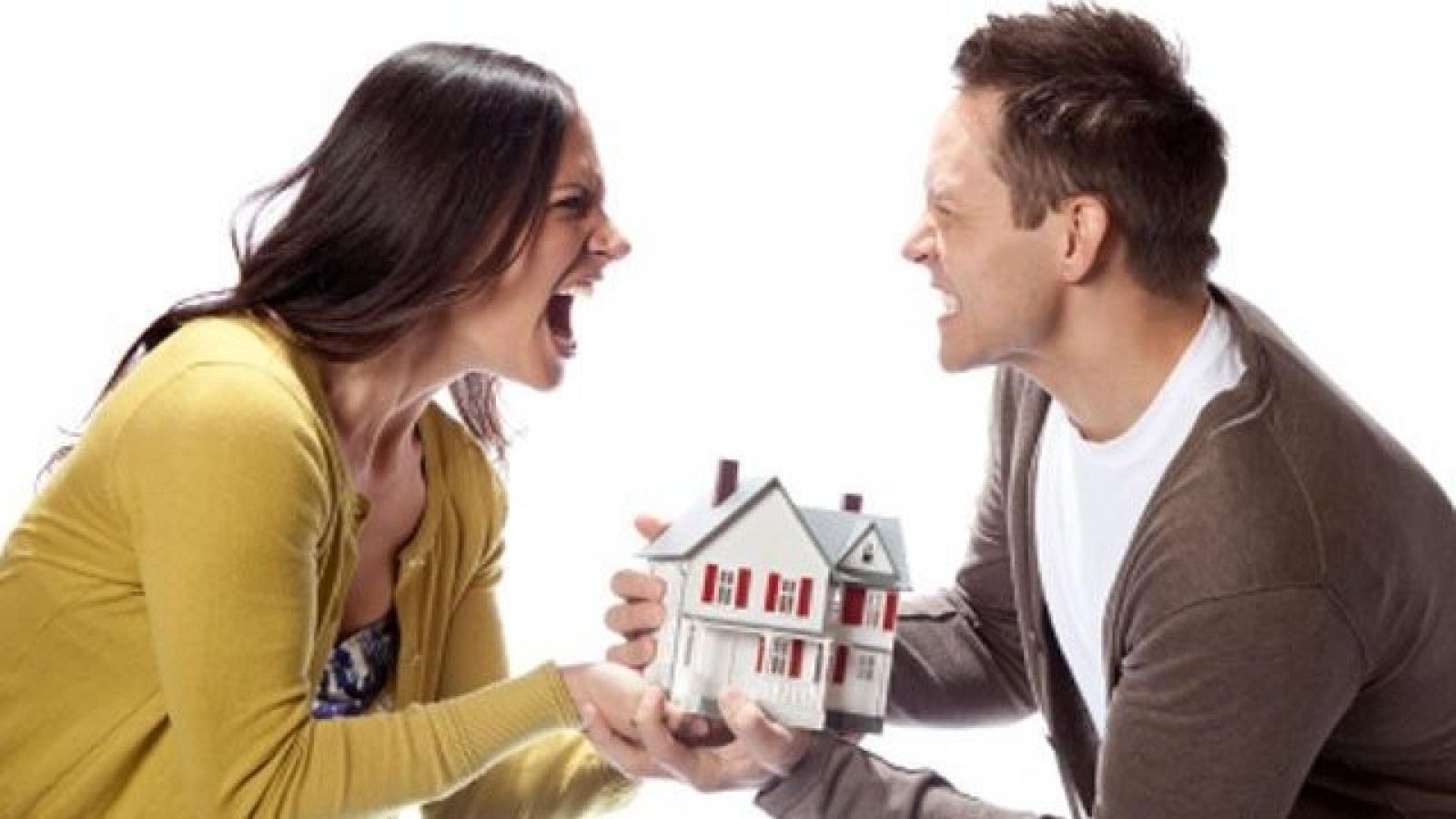 Ly hôn: Tài sản chia đôi hay ai làm người đấy hưởng?
