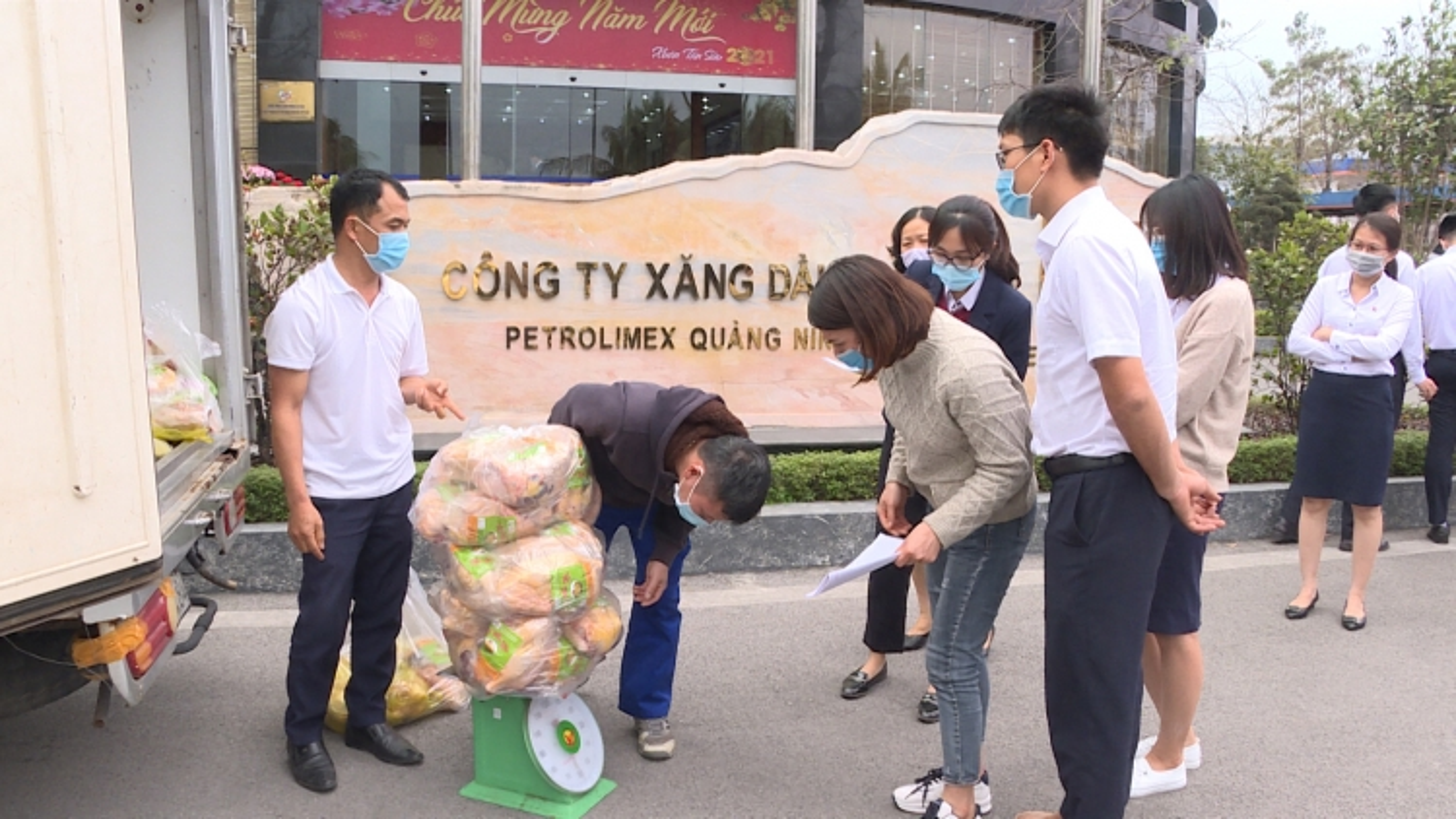 Quảng Ninh hỗ trợ công nhân ở lại địa phương đón Tết