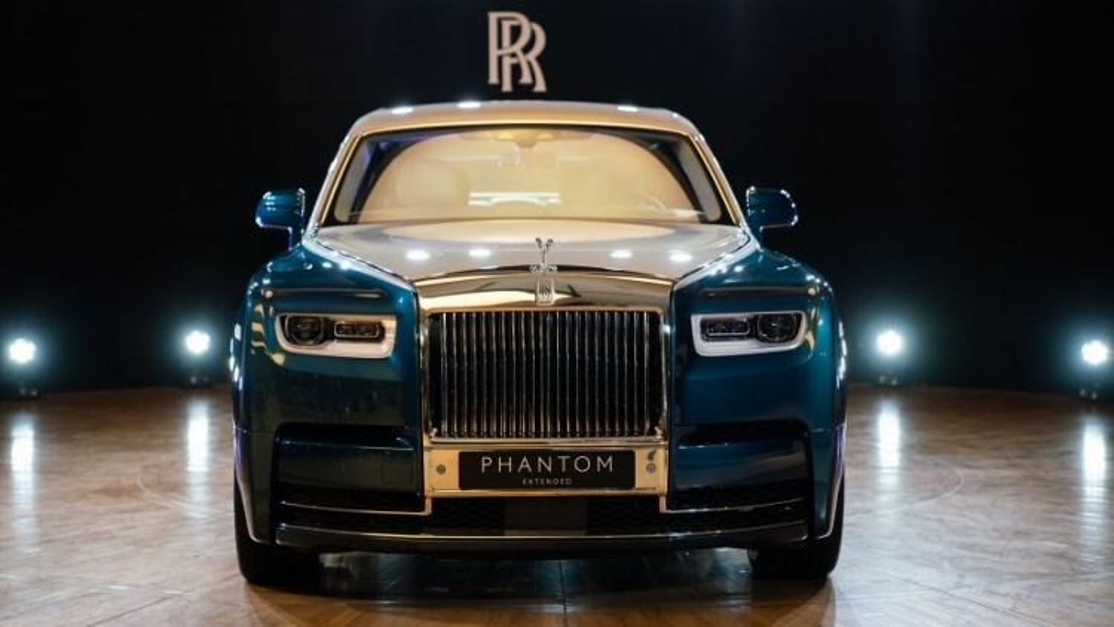 Khám phá Rolls-Royce Phantom Iridescent Opulence gắn 3.000 chiếc lông vũ