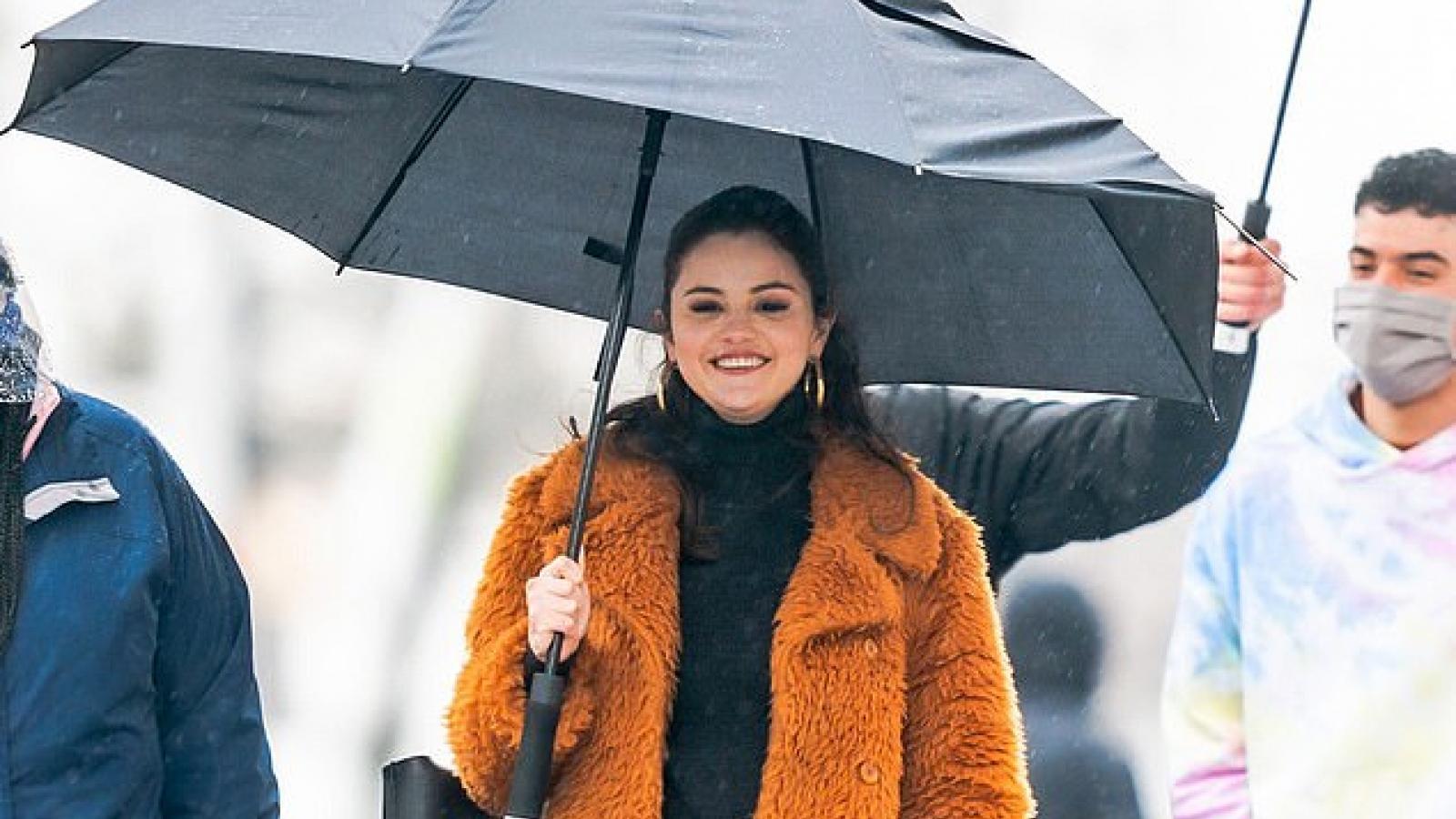 Selena Gomez xinh đẹp trở lại phim trường sau tin đồn có tình mới