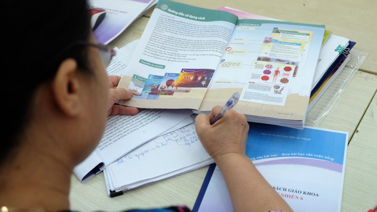 Sẽ giám sát chặt việc rà soát SGK lớp 2, lớp 6 cho giáo viên